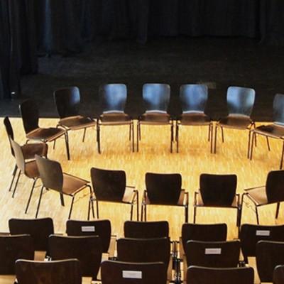 Stuhlkreis für einen Workshop im KKT